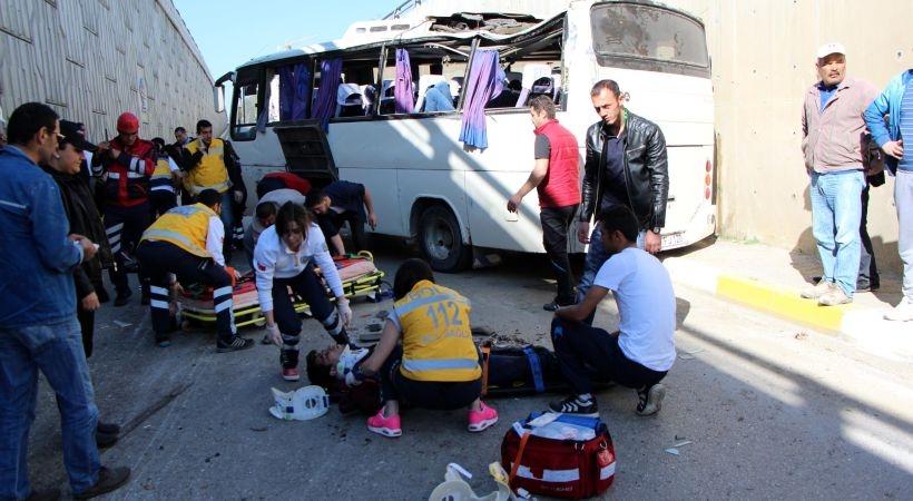Bolu'da işçi servisi devrildi: 5'i ağır 19 yaralı