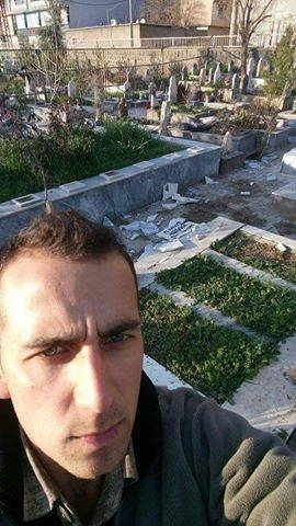 Polis, Cizre'de tahrip ettiği mezarın önünde selfie çekti