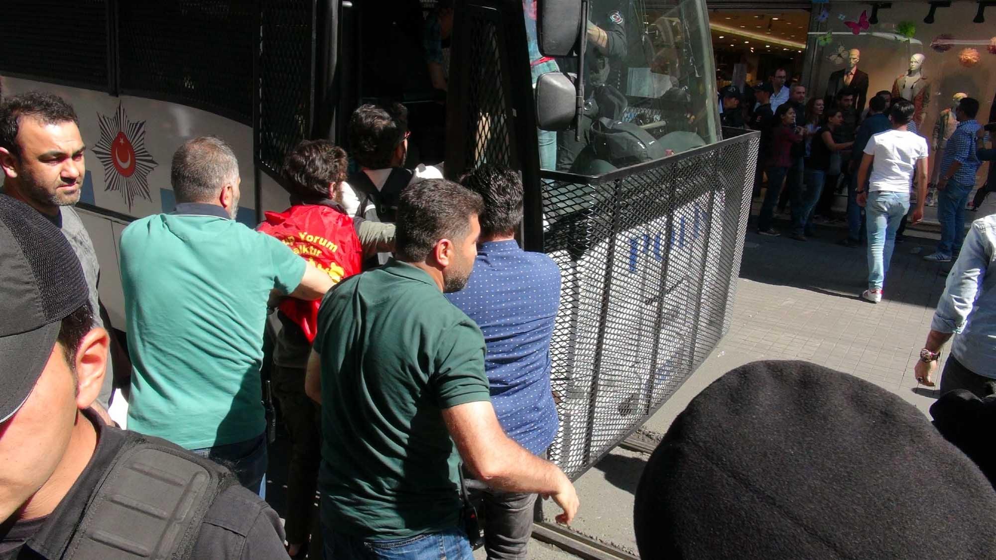 Grup Yorum'a destek eylemine polis saldırdı