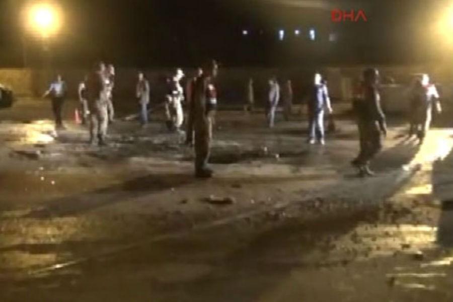 Derik'te zırhlı polis aracına bombalı saldırı: 3 yaralı