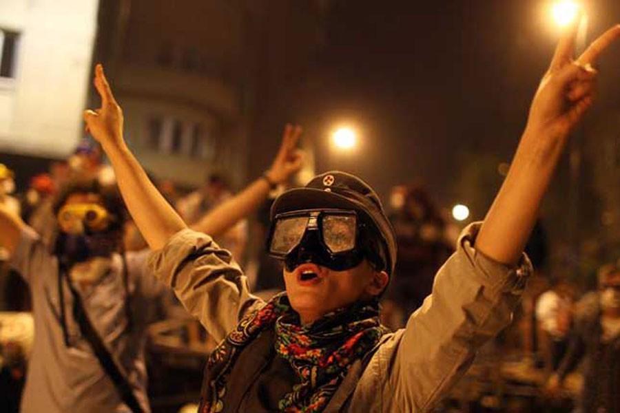 Gaz maskesi ve eşarp suç delili sayıldı