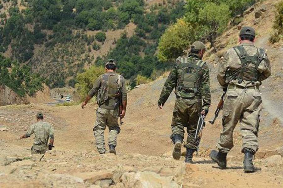 Korucular arasında kavga: Baba ve oğul tarlada öldürüldü