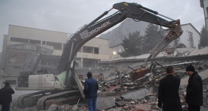 İşhanı yıkımında çökme: 1 işçi yaşamını yitirdi