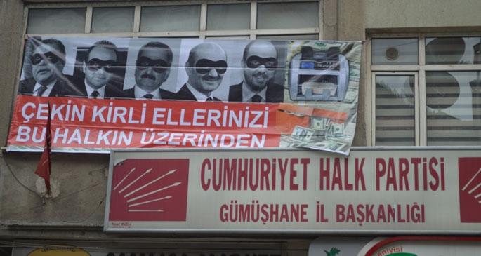 Gümüşhane'de CHP'nin yolsuzluk pankartı ikinci kez kaldırıldı