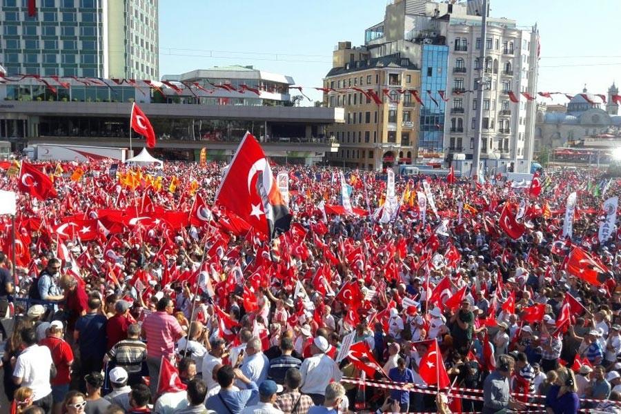 TAKSİM'DE <br>DEMOKRASİ MİTİNGİ