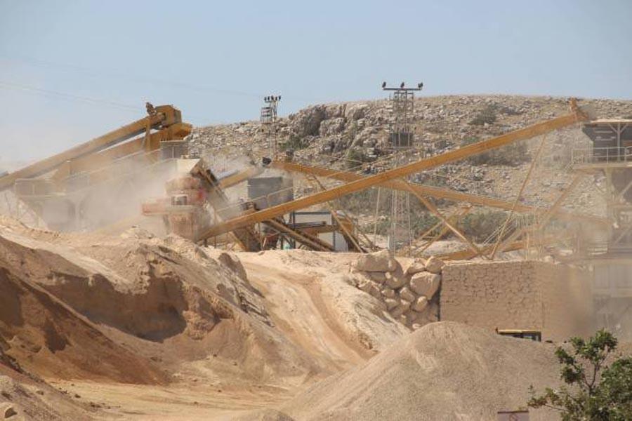 Taş ocakları Heybet Dağı'nı yok ediyor