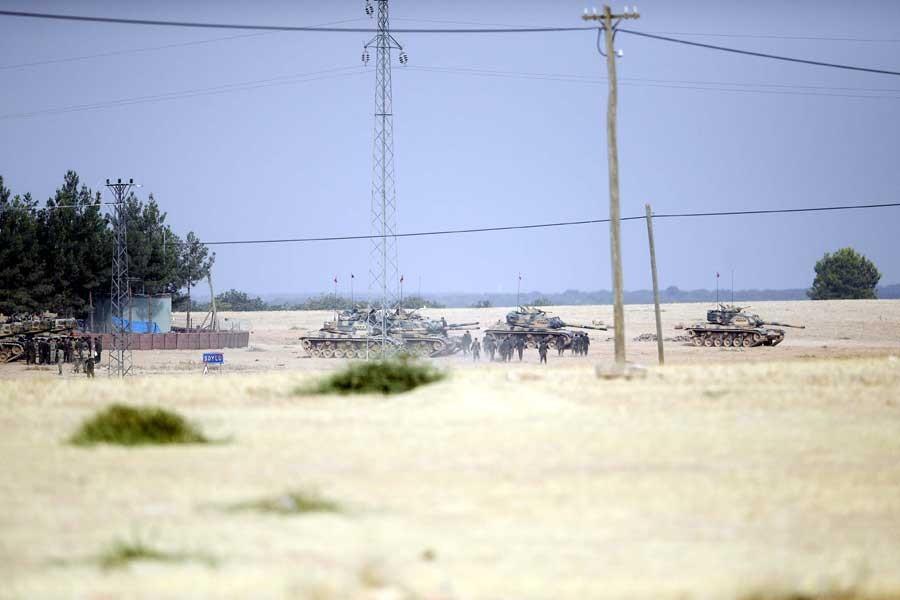 Karkamış'tan 10 tank daha Suriye'ye girdi