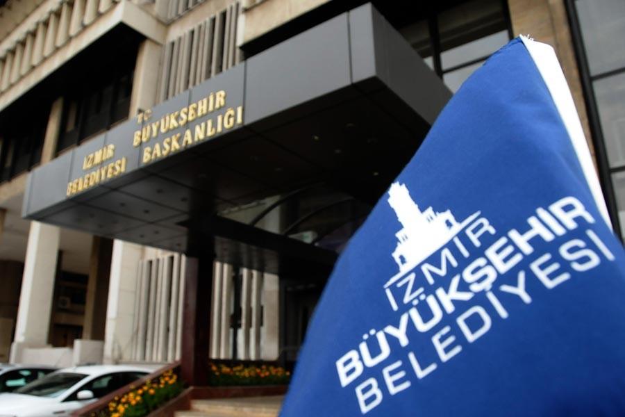 İzmir Büyükşehir'de hakkını arayanlar işten çıkarıldı