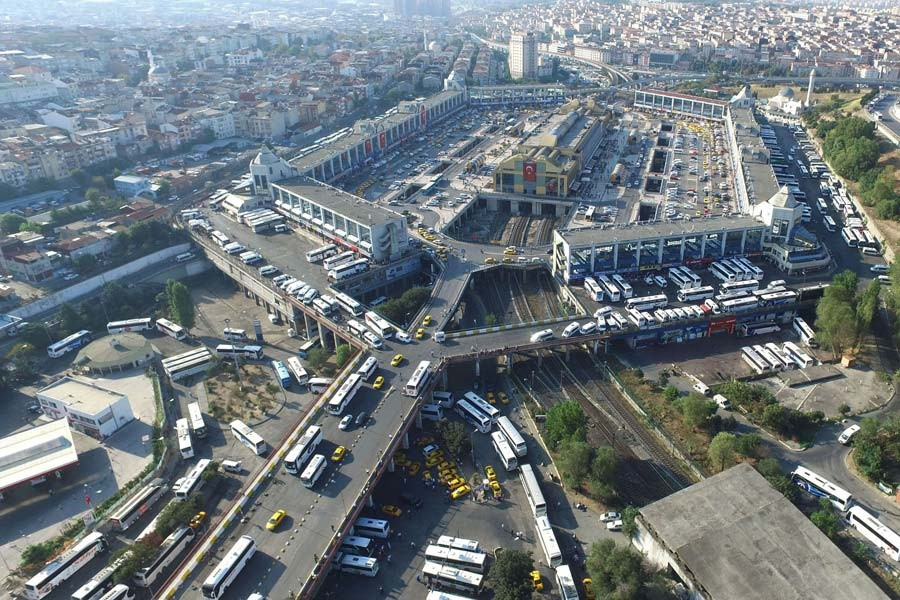 Otogarda bayram dönüşü yoğunluğu yaşanıyor