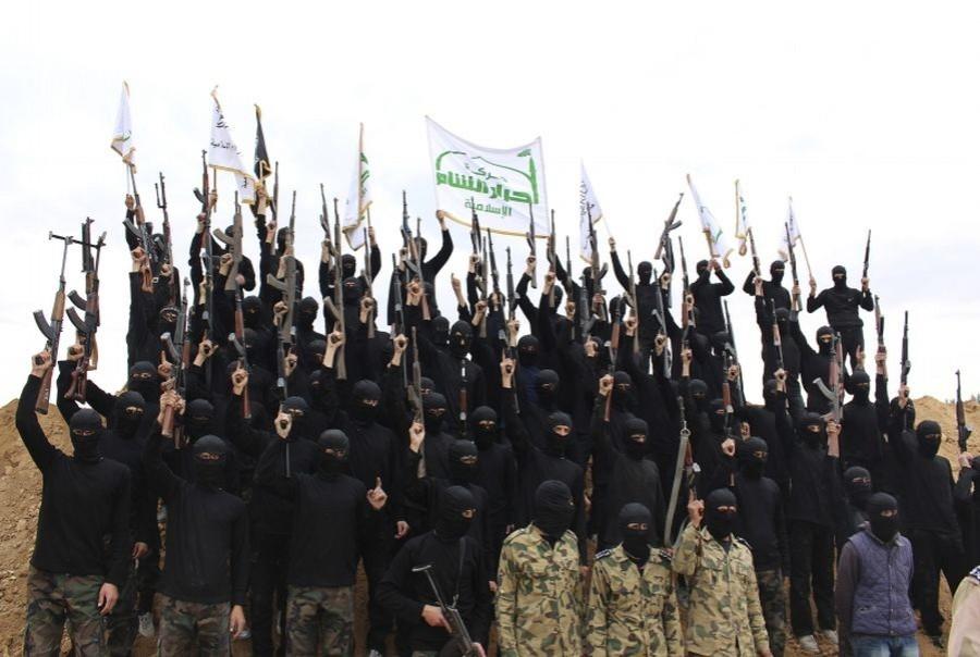 İdlip ve Hama'da cihatçılar birbirine girdi