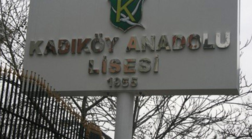 Kadıköy Anadolu Lisesinde öğretmenler için imza kampanyası