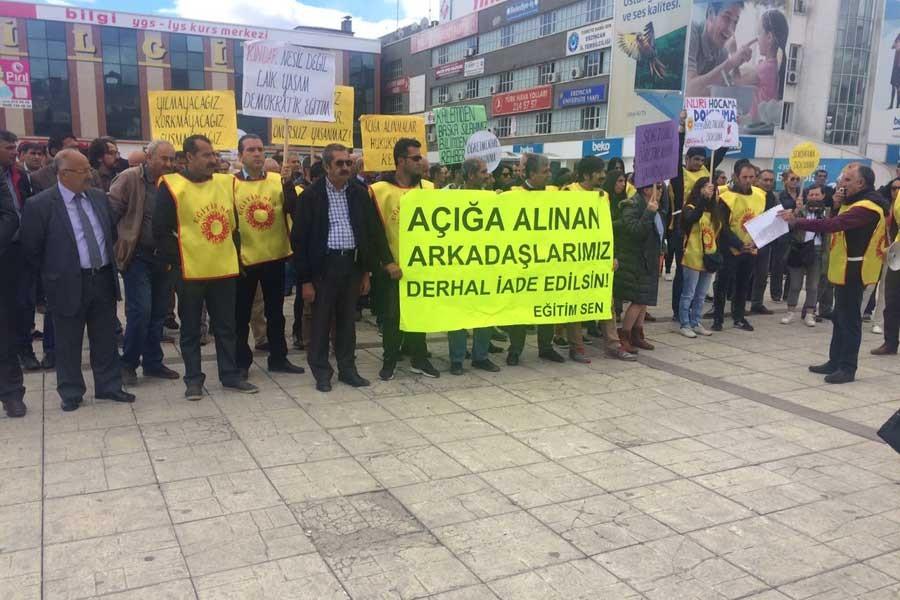 Erzincan'da yüzlerce kişi öğretmenlerine sahip çıktı