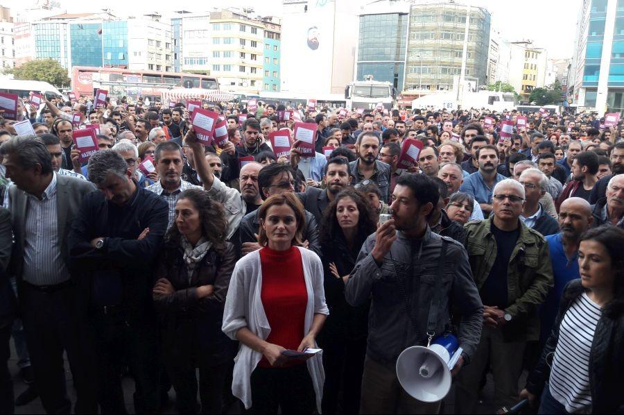 Kadıköy'de binler 'Laikliği kazanacağız' dedi