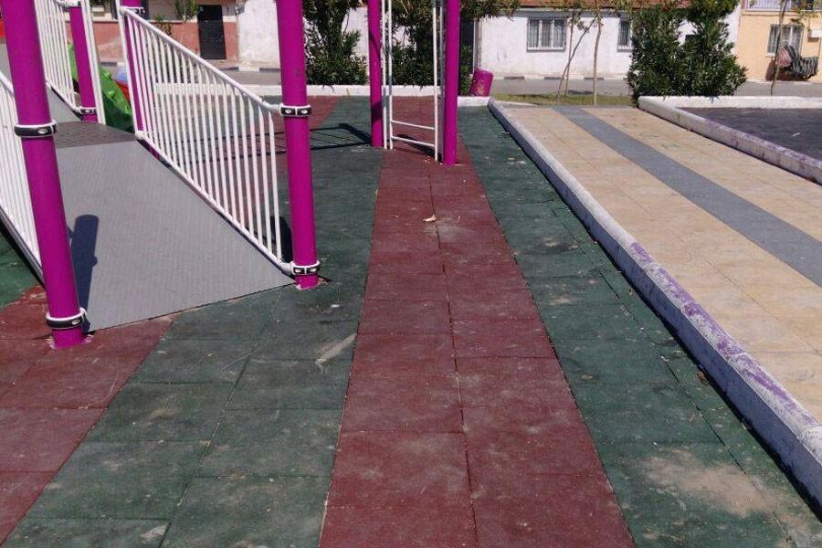 Engelli  çocukların  parkına bariyer!