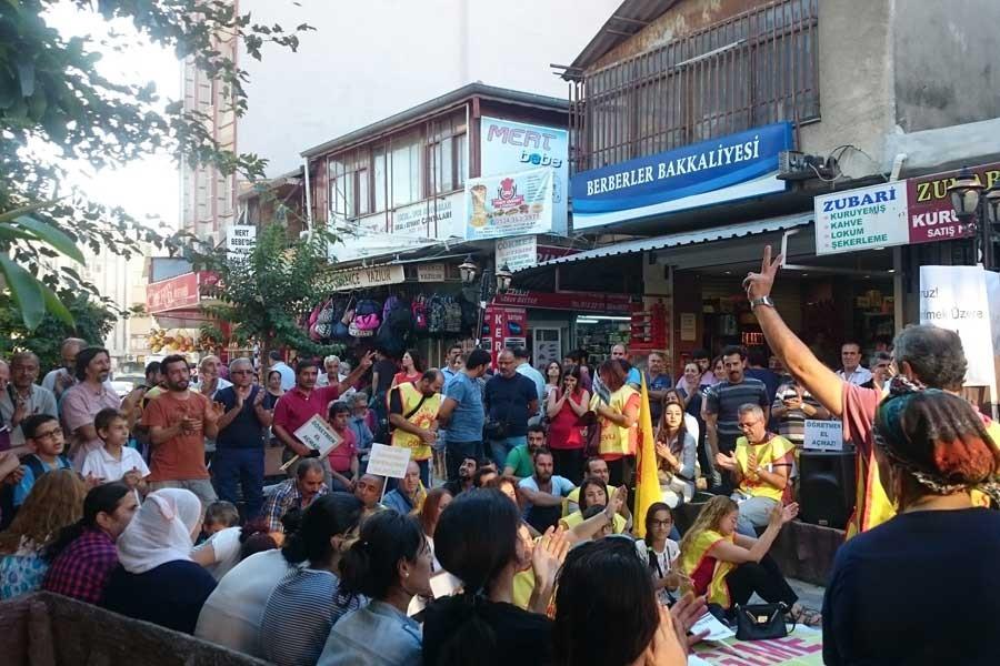 Samandağ'da açığa alınan öğretmenlerin eylemi sürüyor