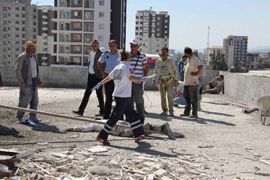Mersin'de inşaat asansöründen düşen işçi hayatını kaybetti