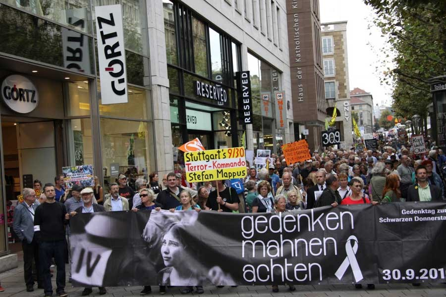 Stuttgart'ta 'Kara Perşembe' protestosu