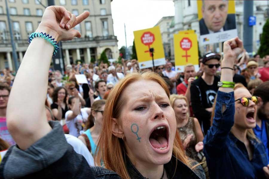 Polonyalı kadınlar kazandı: Kürtaj yasa tasarısı reddedildi