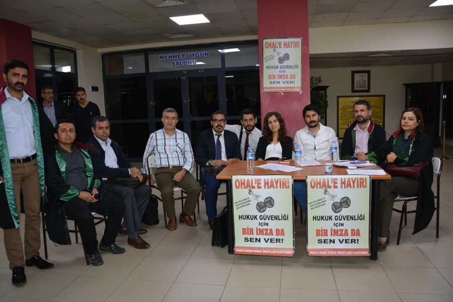 Antep'te hukukçulardan 'OHAL kaldırılsın' standı
