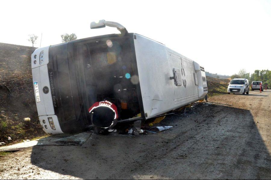 Kömür ocağına işçi götüren otobüs devrildi: 41 yaralı
