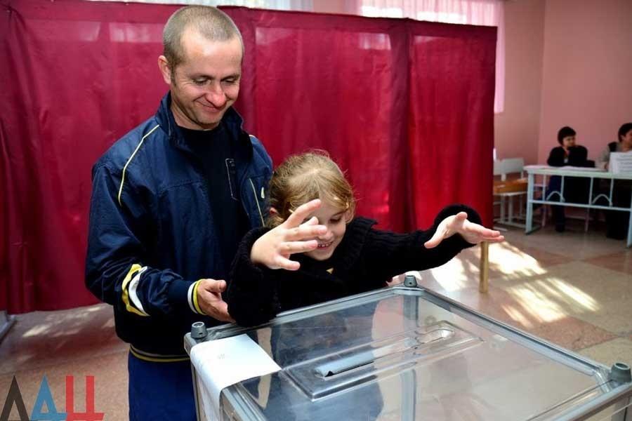 Donetsk Halk Cumhuriyeti'nde ön yerel seçimler yapıldı