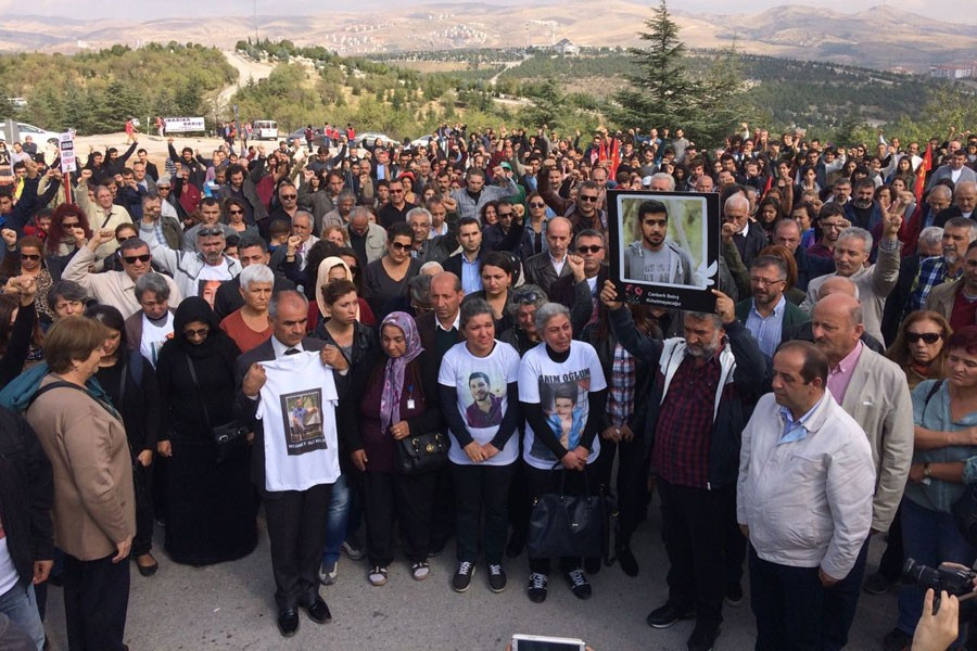 10 Ekim'de kaybedilenlerin mezarları ziyaret ediliyor