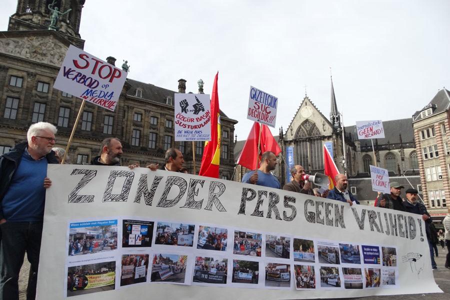 Kapatmalar Hollanda'da protesto edildi
