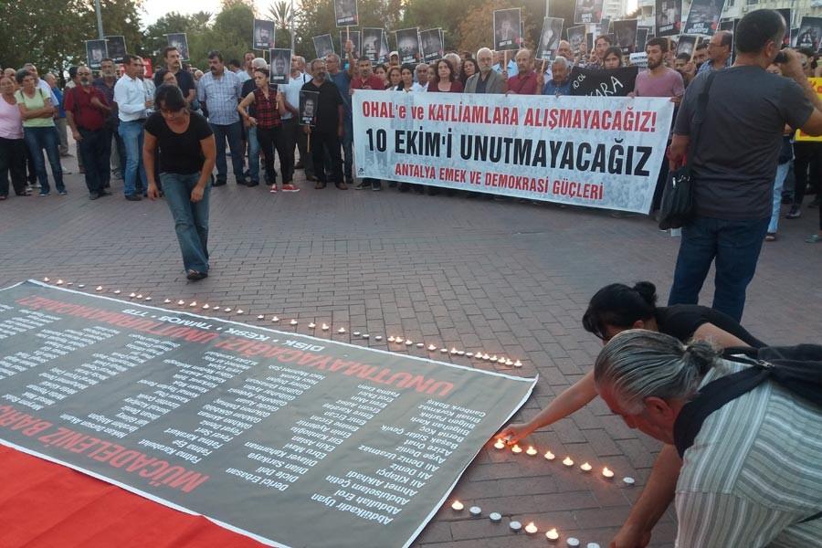 10 Ekim katliamında hayatını kaybedenler Antalya'da anıldı