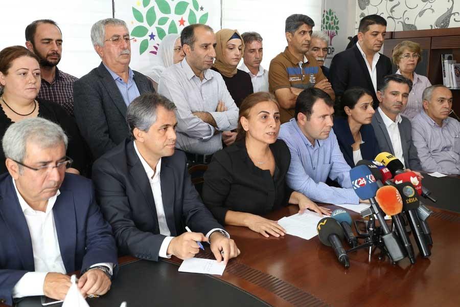 HDP ve DBP: Demokratik siyaset  zemini yok ediliyor