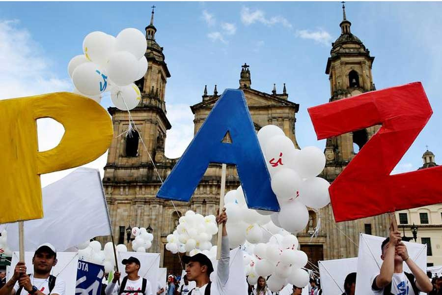 Kolombiya Senatosu barışı onayladı