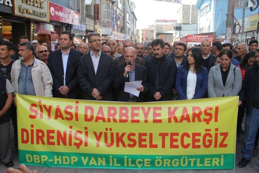 Van'da gözaltı ve tutuklamalar protesto edildi