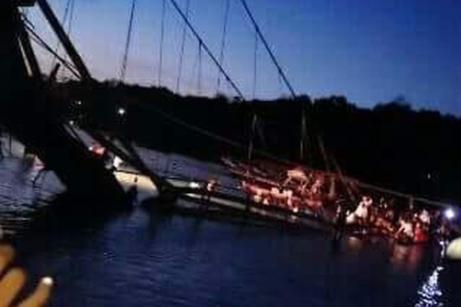Bali'de asma köprü çöktü: 9 ölü