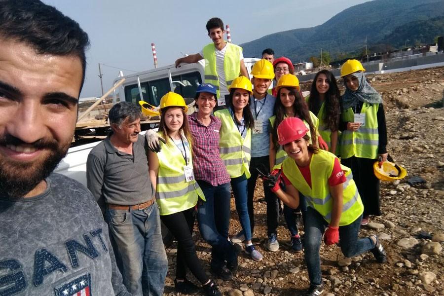 Gönüllüler 'Umutevleri'ne dayanışma harcı kattı