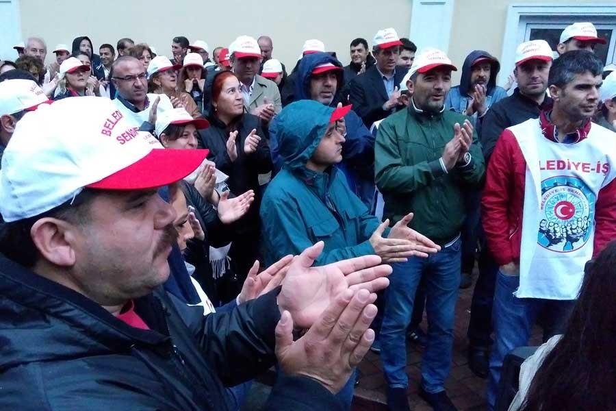 Grevdeki işçiler, Bakırköy Belediyesi önünde eylem yaptı