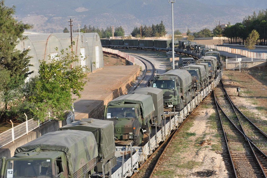 İstanbul'dan İslahiye'ye askeri araç ve personel sevkiyatı