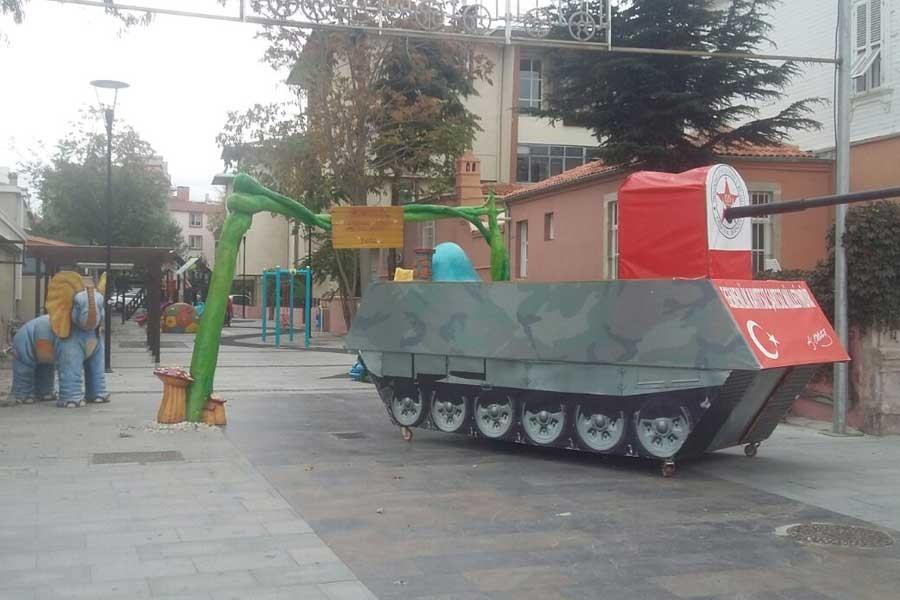 Çanakkale'de çocuk parkına maket tank!
