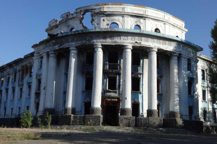 Donbass savaşının başkentinde yıkımın izleri...