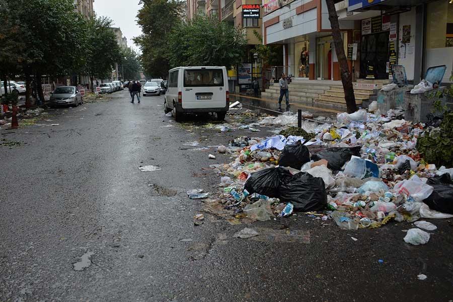 Diyarbakır'da belediye işçileri iş bıraktı