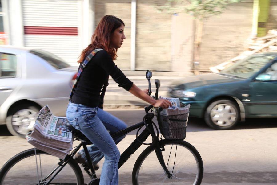 Azadiya Welat Dağıtımcısı Leyla Yıldız gözaltına alındı