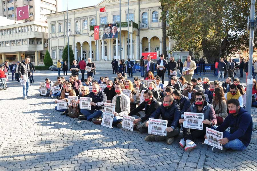 CHP'li gençlerden Cumhuriyet'e yönelik operasyona protesto