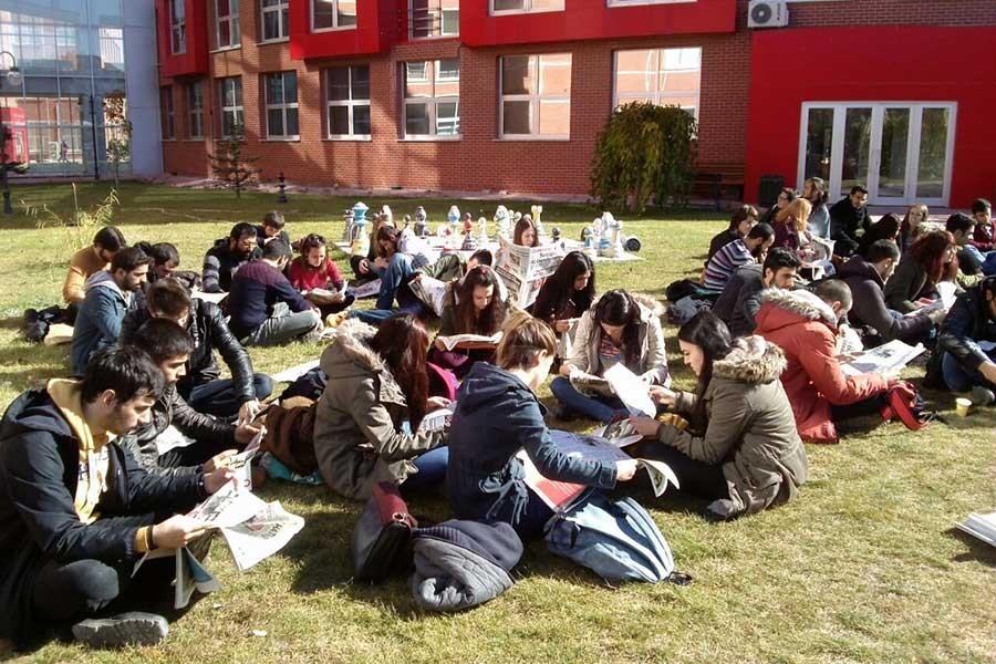 Anadolu Üniversitesi'nde gazete okuma eylemi yapıldı