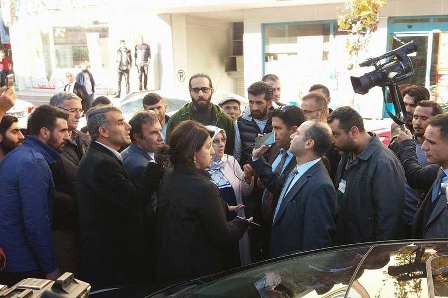 Vekillerin gözaltındaki HDP'lilerle görüşmesi engellendi