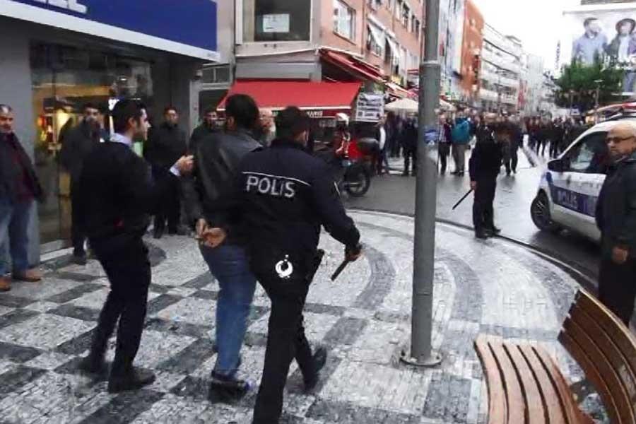 Kadıköy'de HDP'lilere polis saldırısı