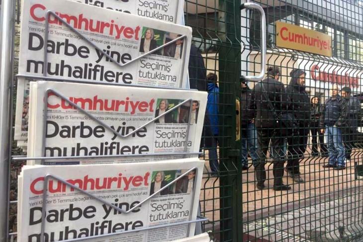 Cumhuriyet'in 9 yönetici ve yazarı hakkında tutuklama talebi
