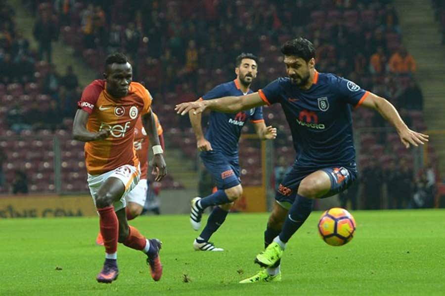 Galatasaray'ı 2-1 yenen Başakşehir liderliğini sürdürdü