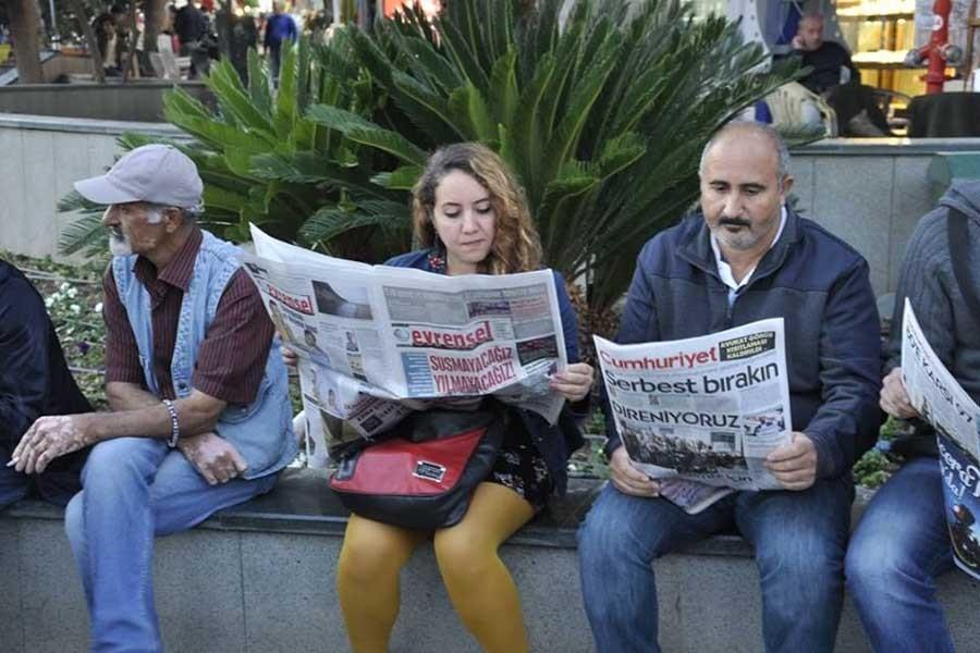 Antalya'da gazete okumak isteyenlere polis saldırdı