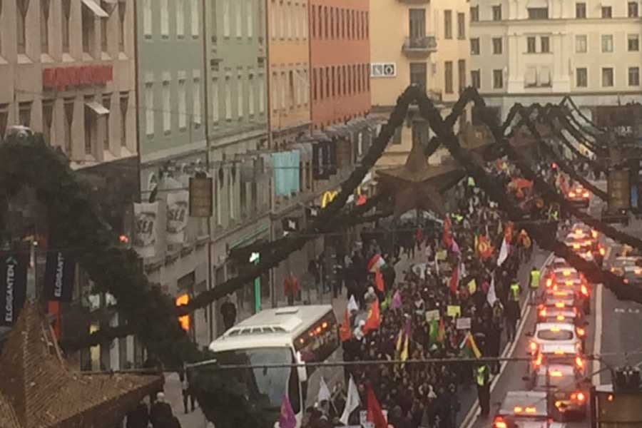 HDP'li vekillerin tutuklanması Stockholm'de protesto edildi