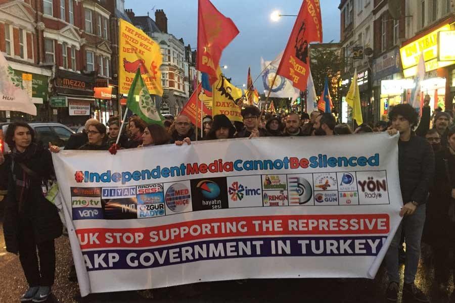 Londra'da kesintisiz protestolar sürüyor