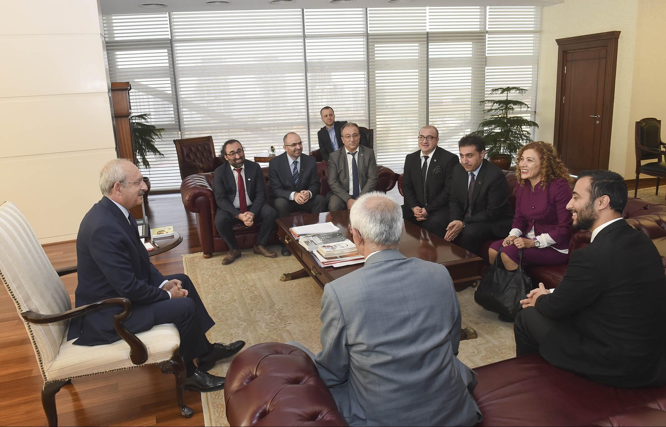Kılıçdaroğlu, Yön Radyo yöneticileriyle görüştü