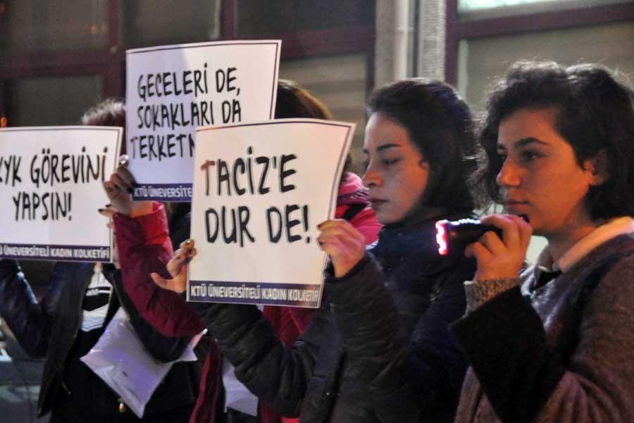 Üniversiteli kadınlardan karanlık yollara el fenerli tepki